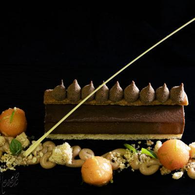 Csoki tart nugátkrémmel és papayával