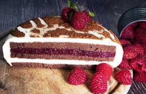 Zsiráfmintás torta fehér csokival és málnával