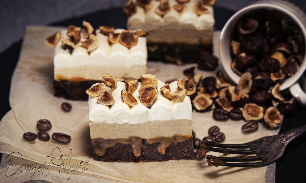 Brownie szelet karamellel és kávéval