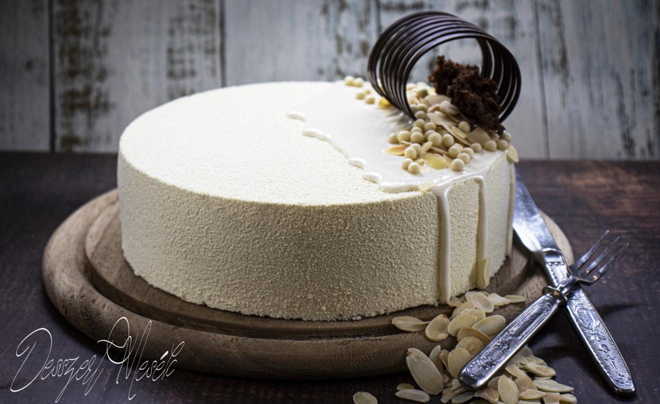 Mandulás kókusz-mousse torta bársonyfújással