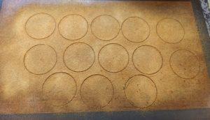 2. az összezúzott, szitált, körökkel formázott karamell