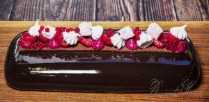 Málna mousse torta csokis tükörglazúrral