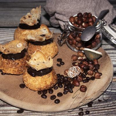 Égetett tésztafánk (pathe á choux) kávéval és karamellel töltve