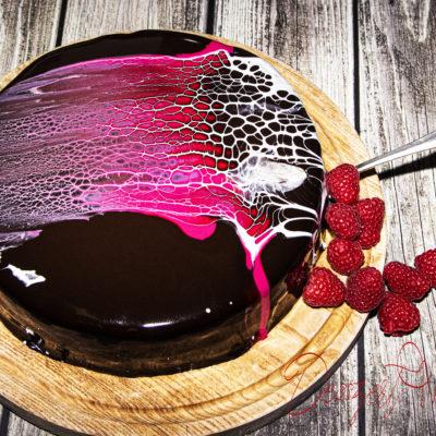 Sacher torta málnával és tükörglazúrral