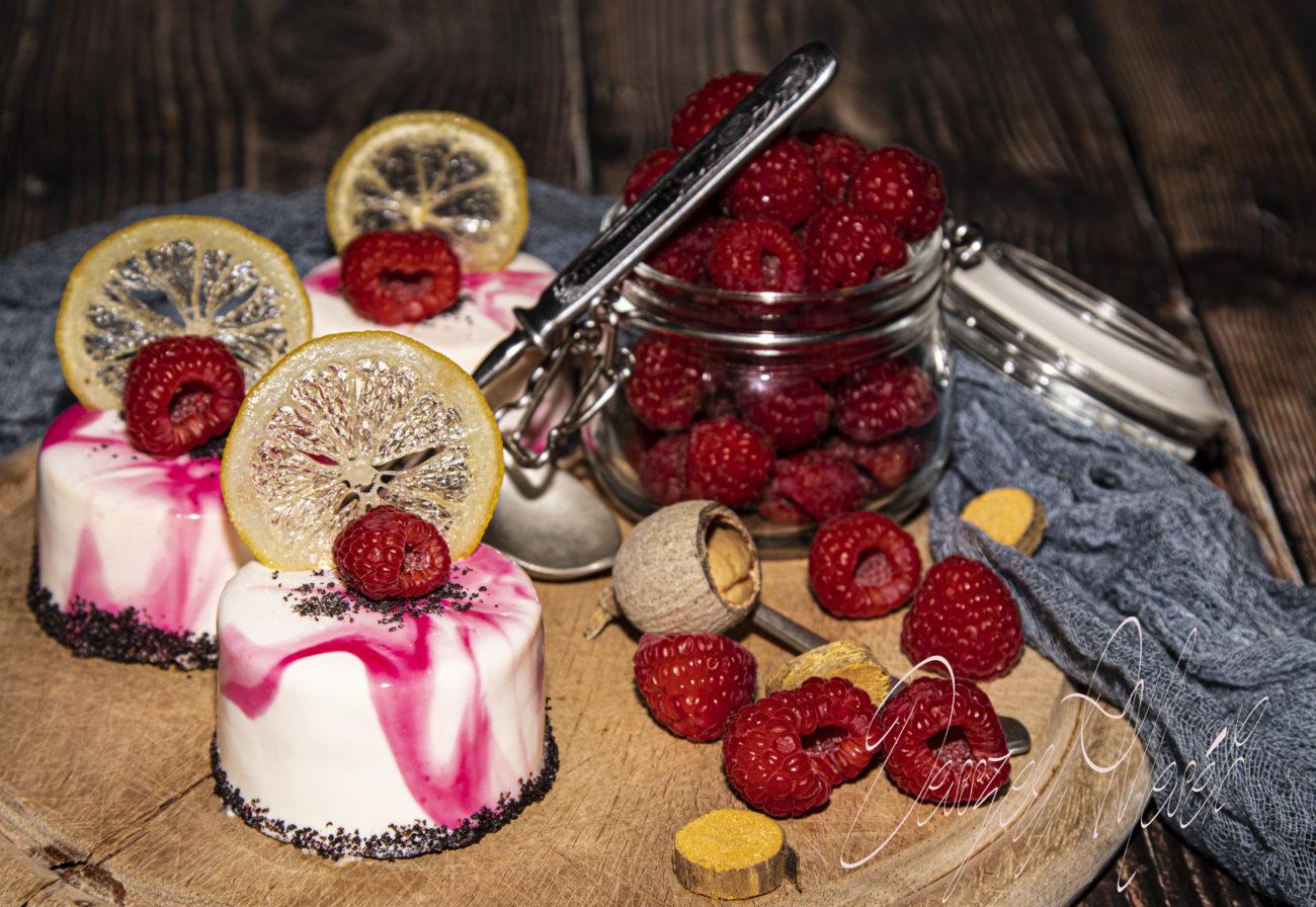Citromos, mákos, málnás tortácska tükörglazúrral (24 db)