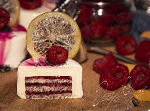 Citromos-mákos-málnás tortácska tükörglazúrral
