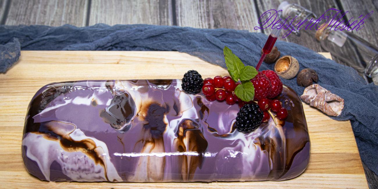 Erdei gyümölcs mousse torta csokival és tükörglazúrral